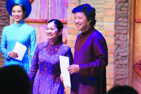 Trung Quốc đã chớp 'sơ hở' của chúng ta để triển khai 'xâm lăng văn hóa' qua chiếc áo dài