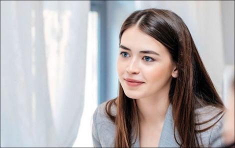 Chân dung hoa hậu 22 tuổi trở thành nghị sĩ Quốc hội