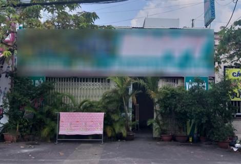 Nhân viên mặc đồ không đúng quy định, 3 cơ sở massage ở Cà Mau bị phạt