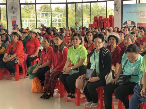Hơn 400 phụ nữ quận Tân Phú về thắp hương Má Nguyễn Thị Rành