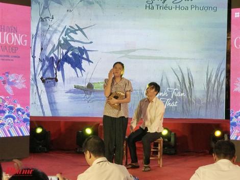 Khán giả đội mưa thưởng thức 2 giọng ca khuyết tật hát cải lương