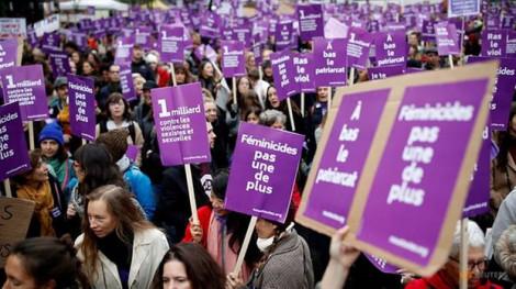 Hàng chục ngàn người Pháp xuống đường tuần hành phản đối bạo lực gia đình