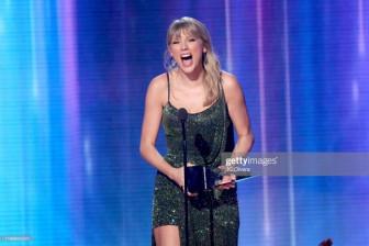 Taylor Swift xô đổ kỷ lục của Michael Jackson tại 'American Music Awards'