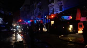 Cửa hàng vải bốc cháy, người dân hốt hoảng kêu cứu
