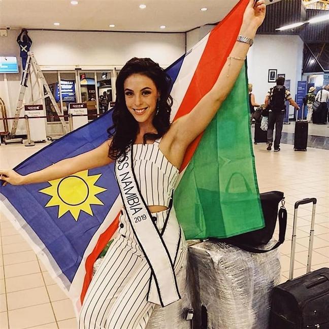 Thoi trang san bay sanh dieu cac dai dien tham du 'Miss Universe 2019'