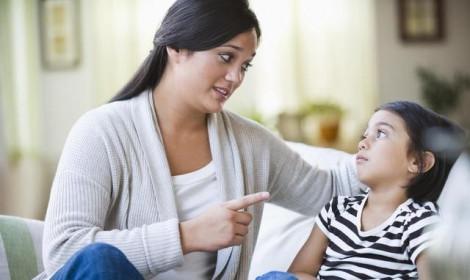 Lục soát điện thoại của con là quyền của cha mẹ?