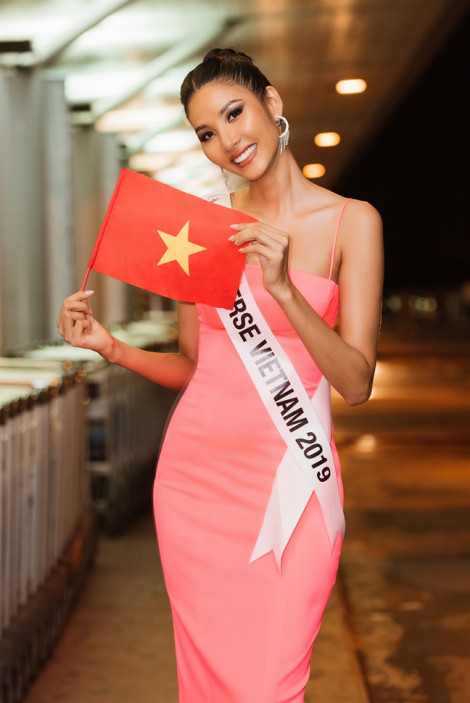 Thời trang sân bay sành điệu các đại diện tham dự 'Miss Universe 2019'