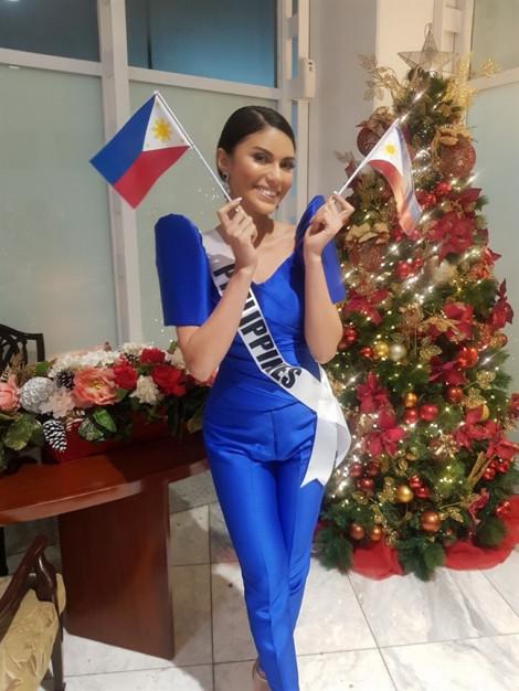 Hoa hậu Philippines mặc quần ngược ra sân bay đi thi quốc tế