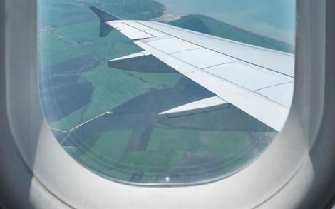 Sau mổ xoang không được đi máy bay?