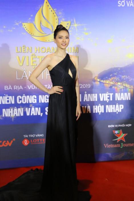 Trương Ngọc Ánh đọ dáng với Ngô Thanh Vân trên thảm đỏ