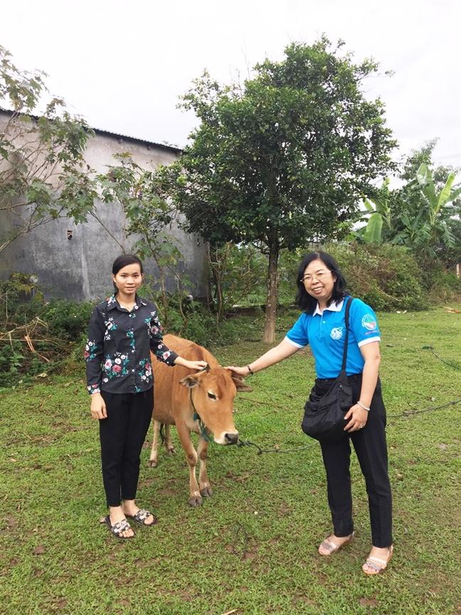 Trao bo, ban giao gieng nuoc va nha ve sinh cho dan ngheo Quang Tri