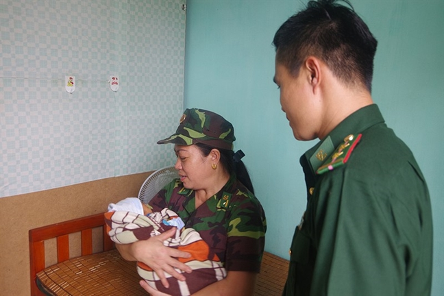 Me Viet Nam bong con sang ban cho nguoi Trung Quoc