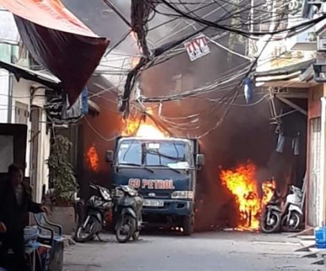 Bình gas phát nổ khi vận chuyển gây cháy lớn trong khu dân cư