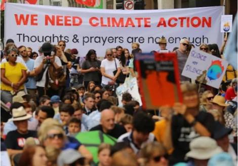 Hàng trăm học sinh ở Sydney bãi khóa vì môi trường khi những cơn cháy rừng ở Úc vẫn rực lửa