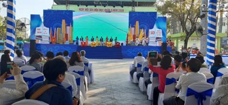 Gần 1.000 người dân đến công viên Văn Lang dự Ngày hội văn hóa đọc
