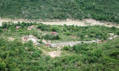 Cảnh hoang tàn ở 'ngôi làng ma' miền Tây xứ Nghệ
