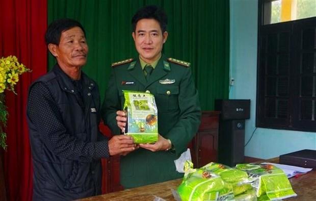 Den luot nguoi dan Quang Tri nhat duoc ca thung chat bot nghi ma tuy
