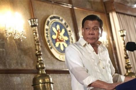 Tổng thống Duterte ra lệnh cho hải quân tiêu diệt cướp biển