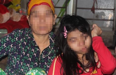 Bắt cán bộ trường học lẻn vào nhà hàng xóm hiếp dâm cô gái bại liệt