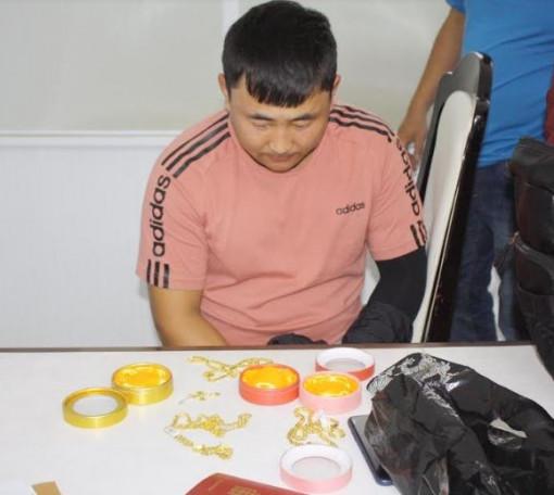 Bắt 2 người Mông Cổ trộm cắp hàng loạt tài sản của du khách