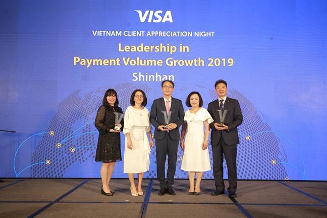 Ngan hang Shinhan vinh du don nhan lien tiep ba giai thuong danh gia tu Visa trong nam 2019
