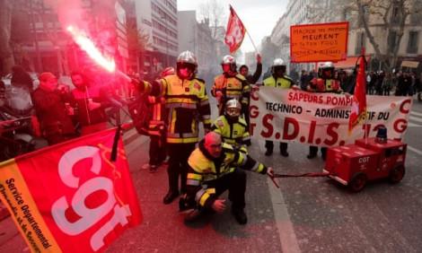 Nước Pháp tê liệt vì tổng đình công