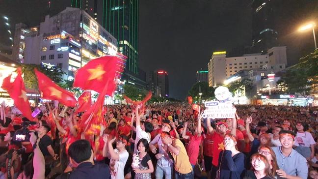 Viet Nam 4-0 Campuchia: Van Toan tu choi ban thang danh du cho Campuchia
