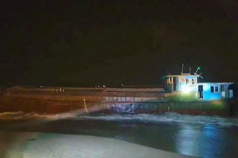 Tàu hàng không người lái, nghi của Trung Quốc trôi dạt vào bờ biển Hà Tĩnh