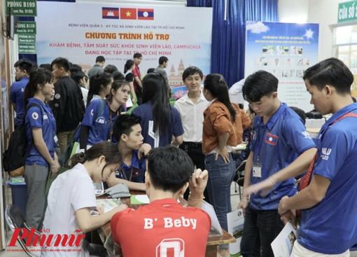 Sinh viên Lào, Campuchia vui mừng khi được khám chữa bệnh miễn phí tại Việt Nam