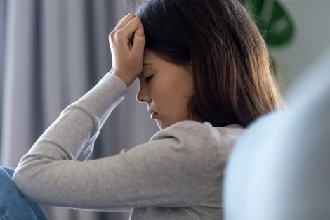 Chồng nổi giận vì vợ lén lấy tiền giúp người yêu cũ