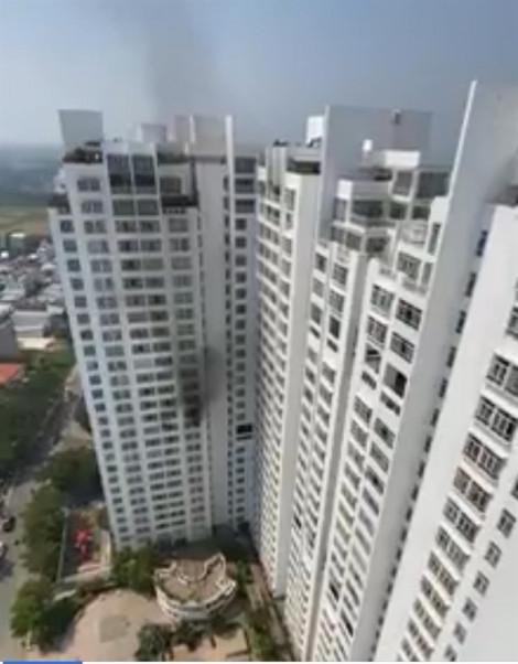 Cháy lớn ở tầng 12 chung cư Hoàng Anh Golden House