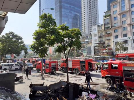 Cháy lớn tại chi nhánh ngân hàng, người dân hoảng loạn thoát hiểm bằng xe thang