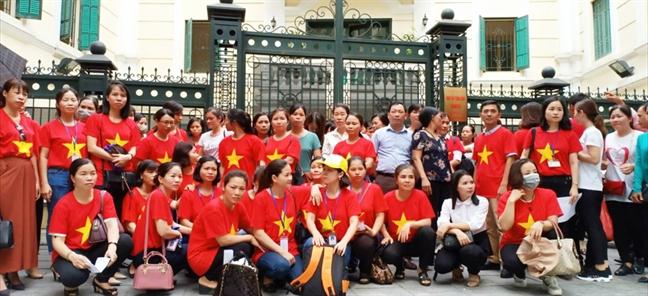 Giai quyet quyen loi cho gan 3.000 giao vien hop dong o Ha Noi - Roi nhu canh he!