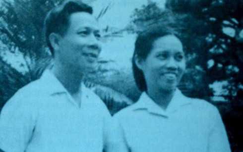 Ông Nguyễn Văn Nhất và bà Dương Thị Ngân - hai phát thanh viên đầu tiên đọc lời xưng danh dõng dạc