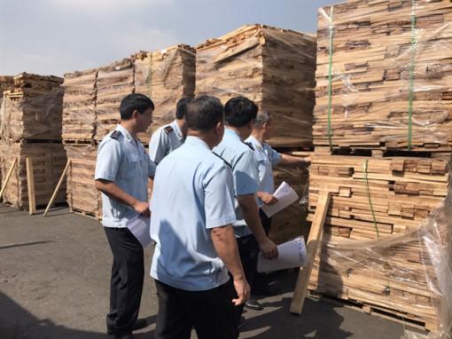 Trốn gần 3 tỷ đồng tiền thuế, 25 container gỗ bị Hải quan TP.HCM bắt giữ