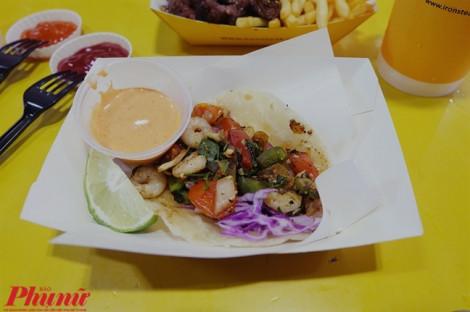 Ăn 'ngập nhân' chiếc bánh Tacos phong cách Mexico