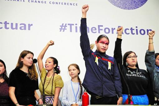 Nhà hoạt động vì khí hậu trẻ tuổi Greta Thunberg ủng hộ các cộng đồng bản địa đấu tranh