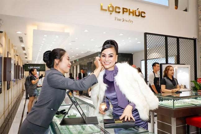 Khanh thanh Trung tam kim hoan Loc Phuc Fine Jewelry dau tien tai Ha Noi