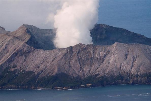 New Zealand day nhanh cong tac tim kiem thi the nan nhan vu phun trao nui lua