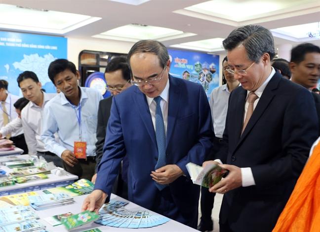 Bi thu Nguyen Thien Nhan: 'Tai nguyen van hoa rat quan trong trong phat trien du lich'