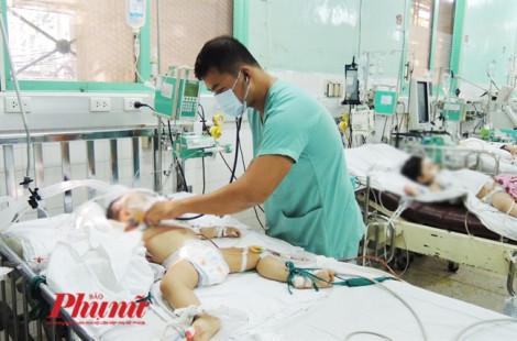 Thắt thành công ống ngực bé xíu cứu cháu bé tràn nửa lít dịch trong phổi mỗi ngày