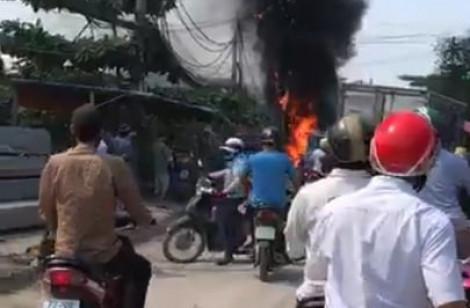 Dây cáp viễn thông ở Bình Chánh cháy kèm nổ dữ dội
