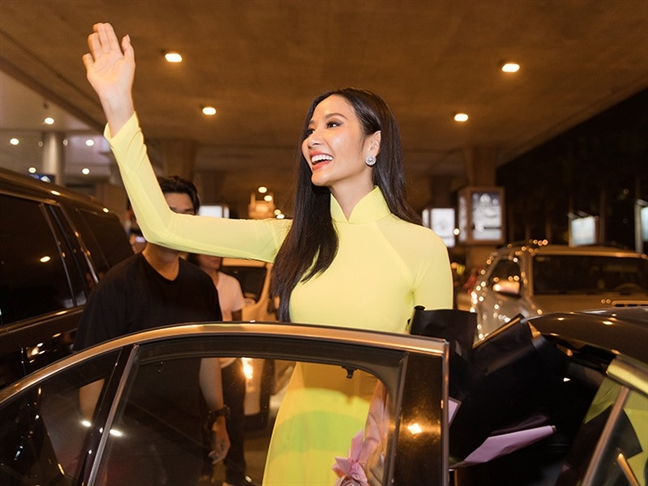 Sao dep tuan nay: Thanh Hang, Ha Ho cung khoe sac