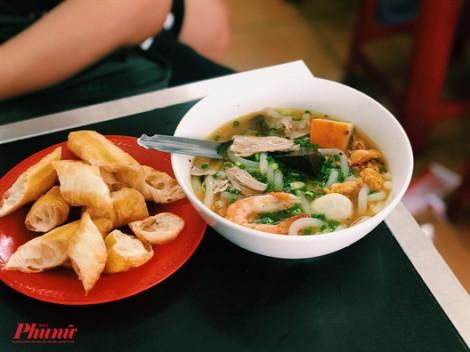 Quán bánh canh cua thơm ngon nhưng giá chẳng hề đắt đỏ ở Sài Gòn