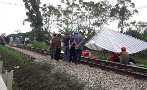 Ra đường tàu đi vệ sinh lúc chờ khám bệnh, người phụ nữ bị tàu hỏa tông tử vong