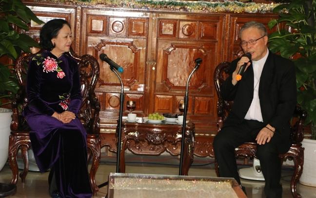 Truong Ban Dan van Trung uong Truong Thi  Mai chuc mung Giang sinh tai Hue