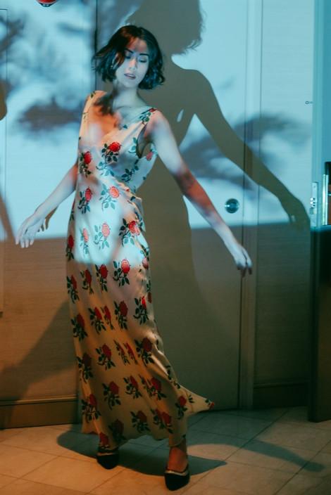 Những chiếc váy 'diện' trong nhà đã hợp, ra phố càng nổi bật