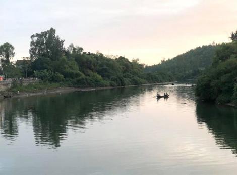 Đi thuyền ngắm cảnh, 2 cha con tử vong thương tâm