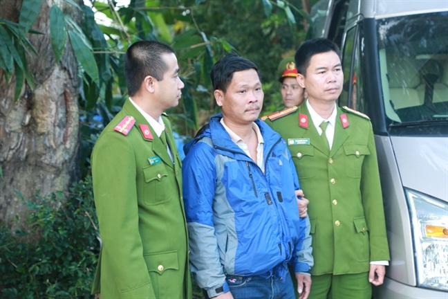 Bat cap vo chong giam doc mua ban hon 400 hoa don trai phep, tri gia 31 ty dong