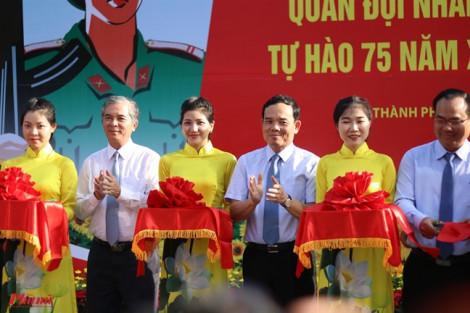 Hơi thở lịch sử trong những ngày cuối năm tại đường đi bộ Nguyễn Huệ